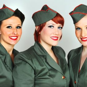 Wedi'i ganslo: VE Day Celebration:  The Siren Sisters